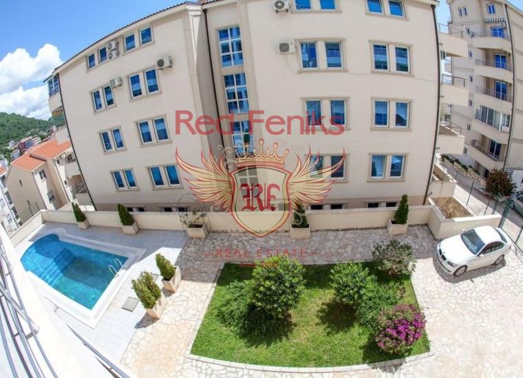 Апартаменты в жилом комплексе с бассейном расположены в тихом симпатичном городке Петровац.
