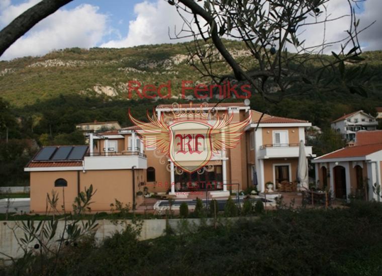 Продажа элегантной современной трехэтажной виллы в местечке Кавач, Черногория, с огромным садом и террасами, и исключительном местоположением, представляющей собой великолепный семейный дом для отдыха или развлечений.