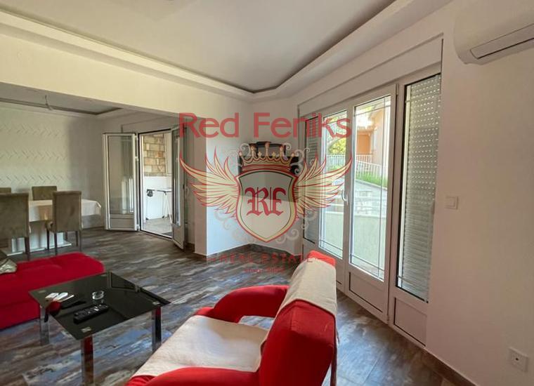 Просторная квартира с 2 спальнями в Херцег Нови, Квартира в Баошичи Черногория