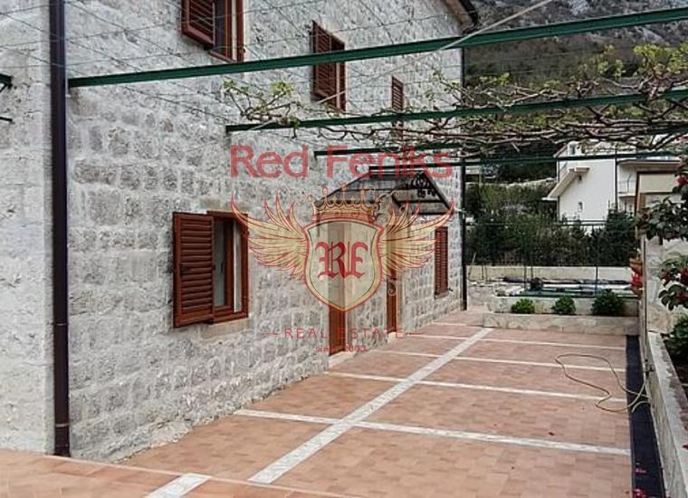 Стильная вилла в живописном поселке Моринь, Дом в Которский залив Черногория