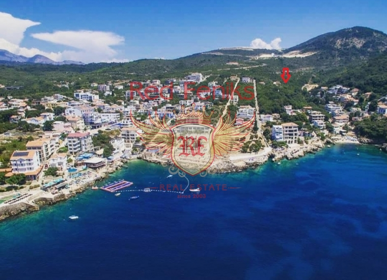 Участок расположен в Баре, в местечке Утеха в 200 м от моря (пляжа Холодная бухта) и в 50 м от магистрали.