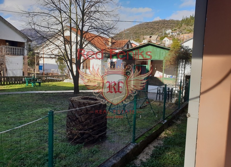 Дом недалеко от Моря в Тивате, купить дом в Регион Тиват