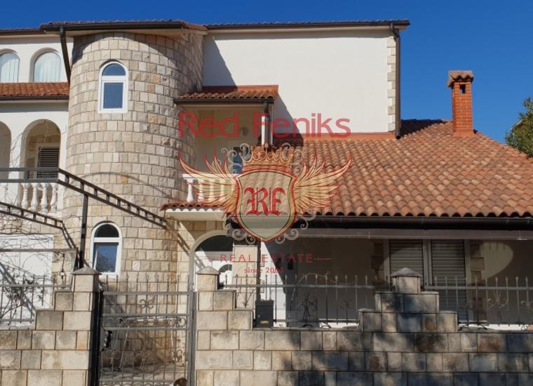 Просторная 3-х этажная вилла в курортном поселке Крашичи, в 9 км от аэропорта.