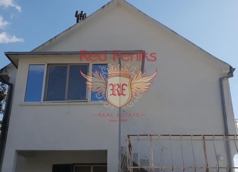 Двухэтажный дом в Тивате, Вилла в Тиват Черногория
