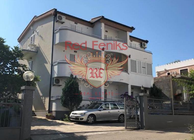 Продается дом с квартирами в Доброй Воде.