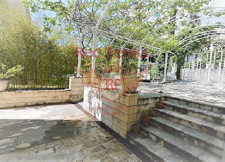 Дом рядом с набережной в Херцег Нови, купить виллу в Херцег Нови