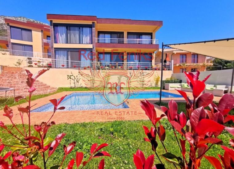 Продается дом площадью 300 м2 + 65 м2 терраса на крыше, расположен в 650 метрах от моря.