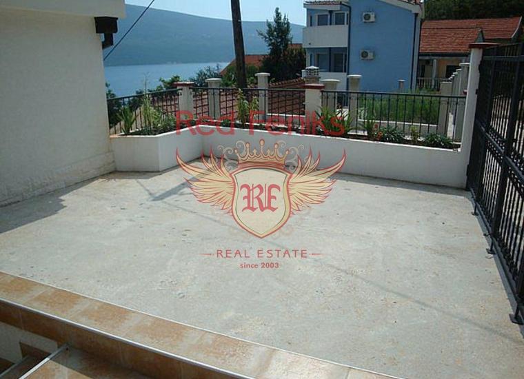 Дом с панорамным видом на залив в поселке Биела, Дом в Херцег Нови Черногория