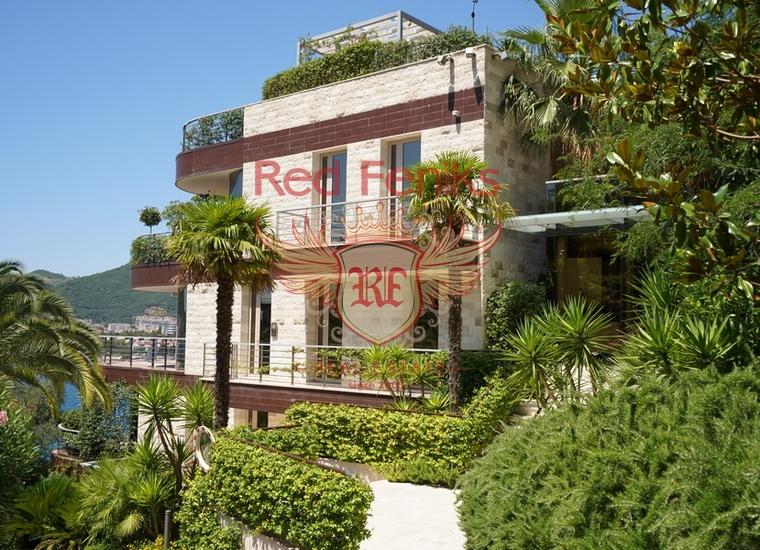 Великолепный комплекс апартаментов класса люкс на первой линии моря на живописном полуострове Завала в Будве.