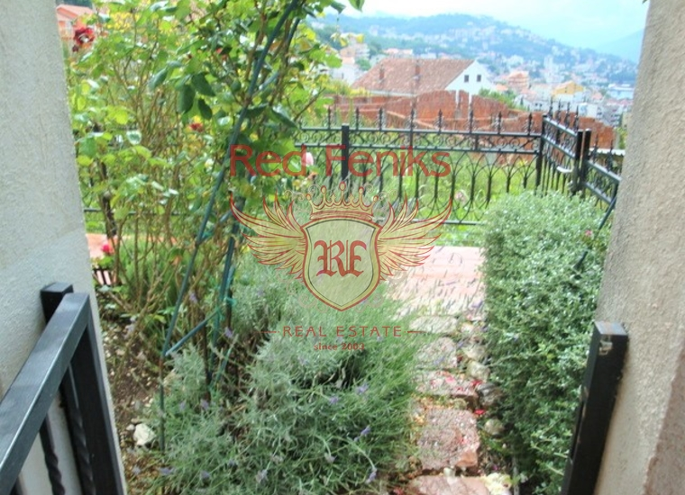Великолепная видовая квартира c бассейном и садом в Игало, купить квартиру в Игало