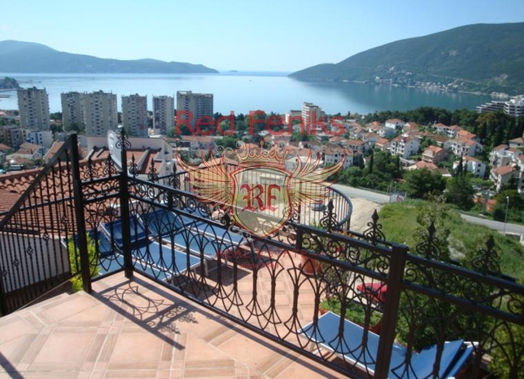 Продается квартира площадью 44м2, отдельная спальня, кухня-столовая, гостиная, санузел и терраса с садом.