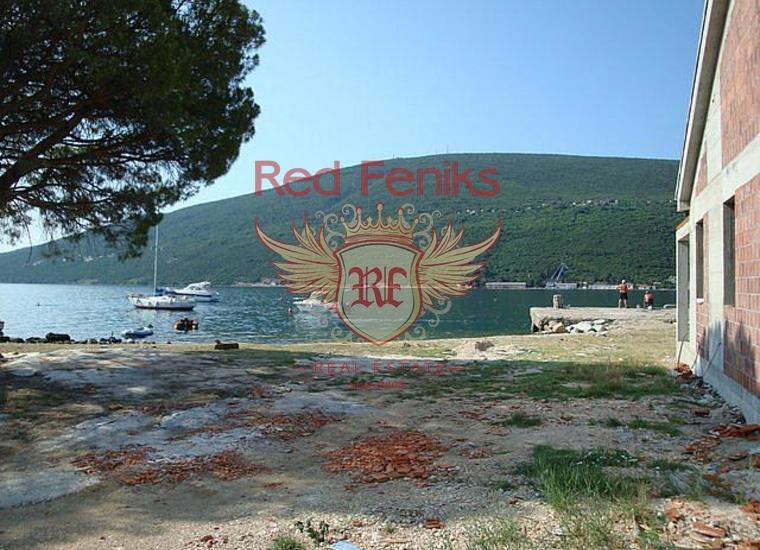 Участок с собственным пляжем и пирсом на первой линии в Дженовичах, Земля в Херцег Нови Черногория