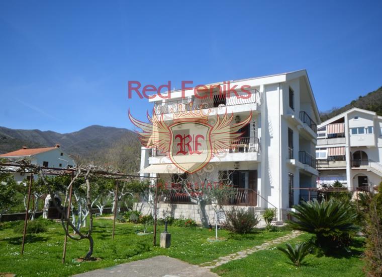 Очень хороший дом с квартирами в Биеле, Дом в Херцег Нови Черногория