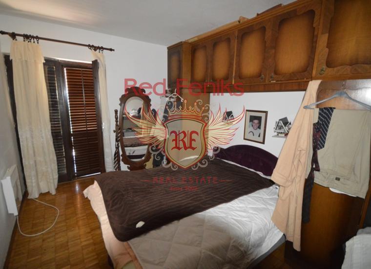 Очень хороший дом с квартирами в Биеле, купить дом в Херцег Нови