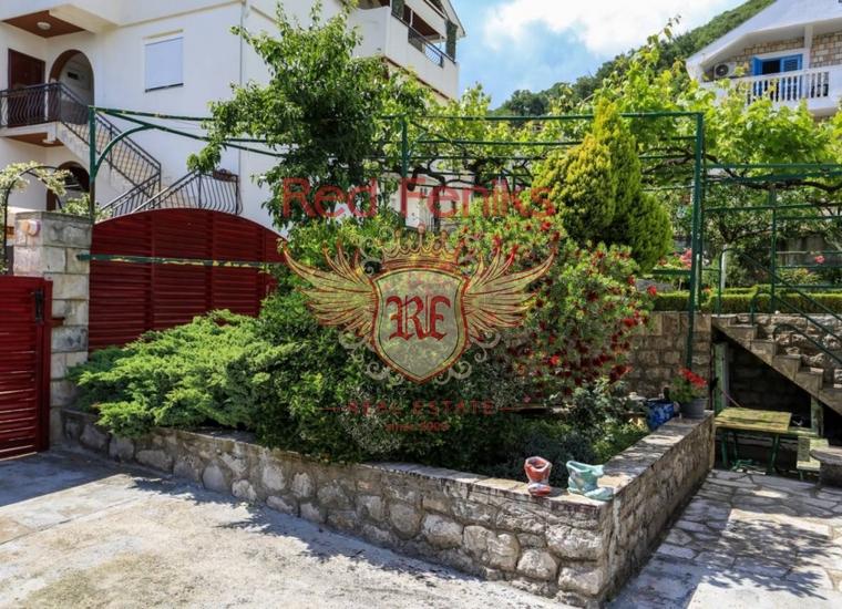 Трехэтажный дом с чудесным садом в Биеле, купить дом в Херцег Нови
