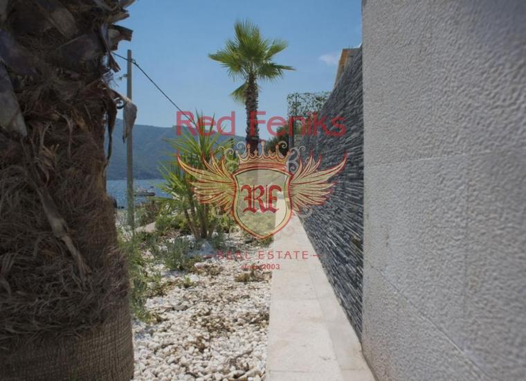 Вилла на первой линии Боко-Которского залива, в живописном поселке Стрп, купить виллу в Котор