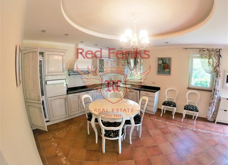 Таунхаус с 4 спальнями и бассейном в Ораховце, купить дом в Которский залив