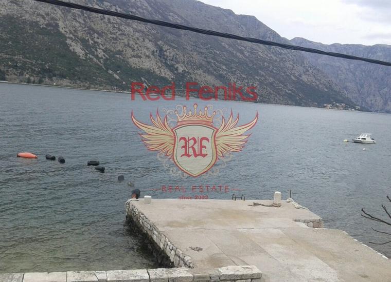 Дом с причалом в уютном поселке Столив, Дом в Которский залив Черногория