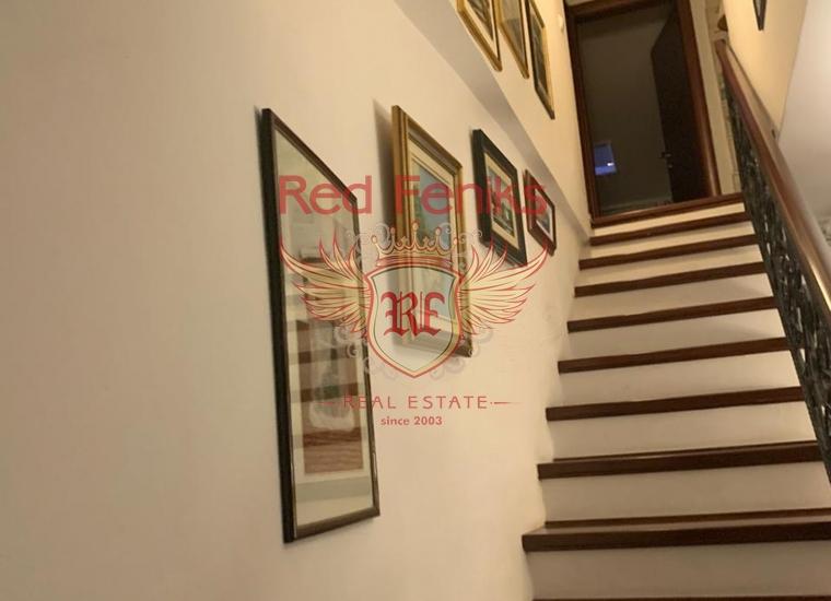 Дуплекс с тремя спальнями в Старом городе Котор, купить квартиру в Которский залив