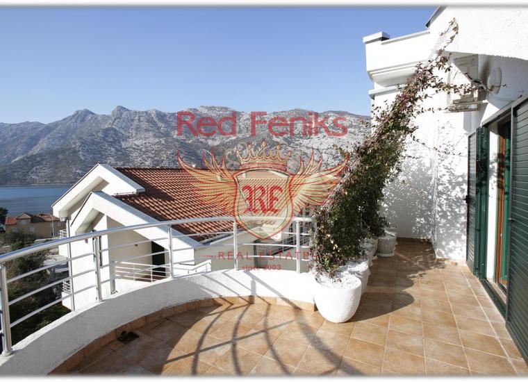 Двухуровневая квартира в Черногории. Г. Рисан, Квартира в Которский залив Черногория