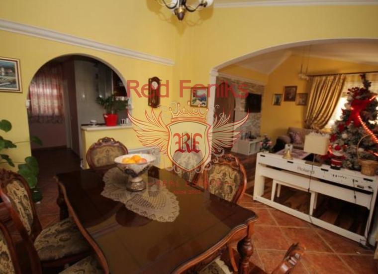 Большая квартира двухуровневая квартира расположенная в самом центре Бара.