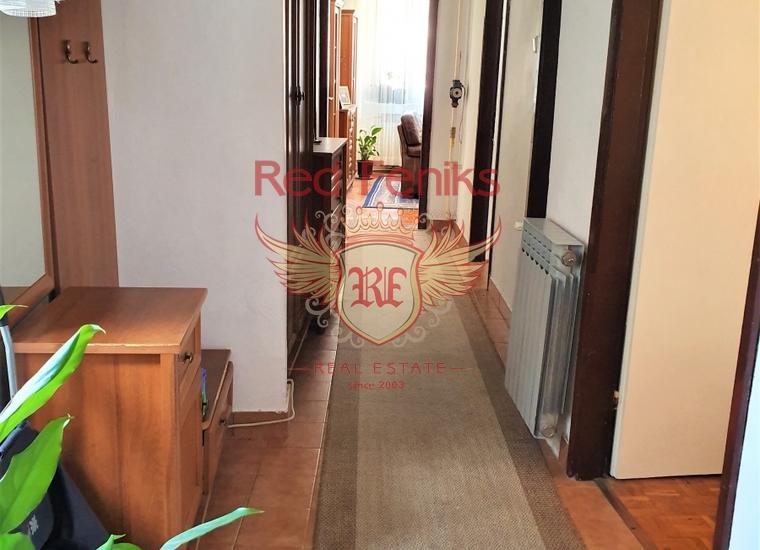 Квартира с тремя спальнями в центре Старого города Котор, купить квартиру в Которский залив