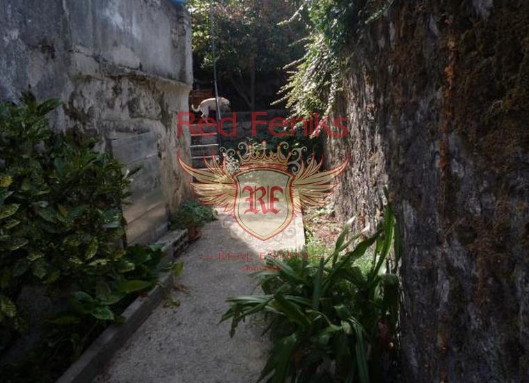 Каменный дом на первой линии в поселке Прчань, купить дом в Которский залив