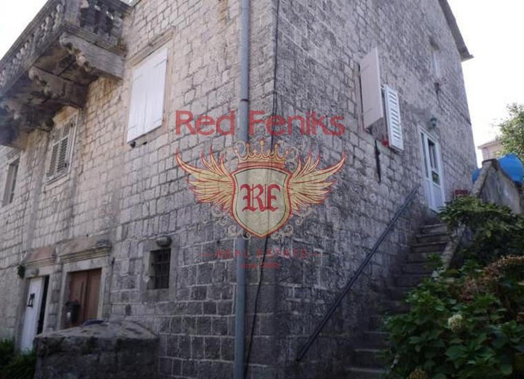 Каменный дом на первой линии в поселке Прчань, Вилла в Прчань Черногория