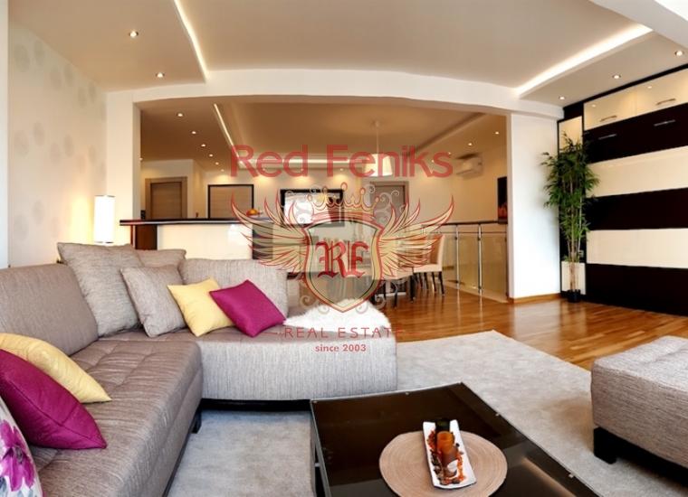 Дуплекс полностью меблирован новой итальянской мебелью по индивидуальному дизайну.