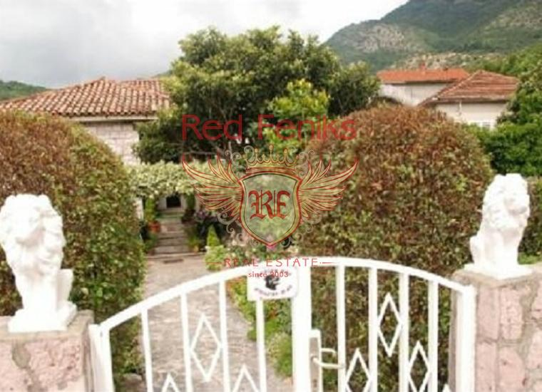 Дом с большим участком в Каменари, 20 м от моря, Вилла в Каменари Черногория