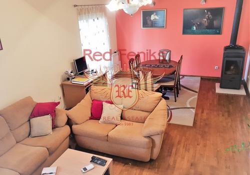 Квартира с большой панорамной террасой и своим садиком в Тивате, купить квартиру в Регион Тиват