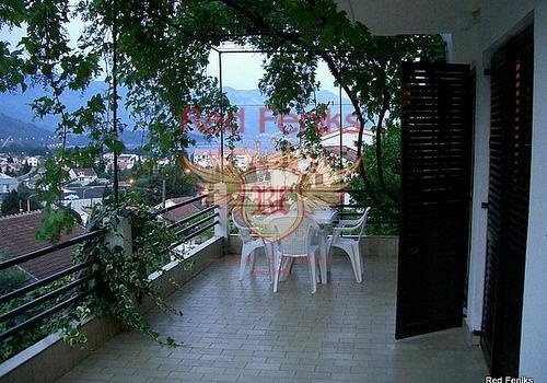 Вилла расположена в городе Будва, всего в 10 минутах ходьбы от старого город Будвы.