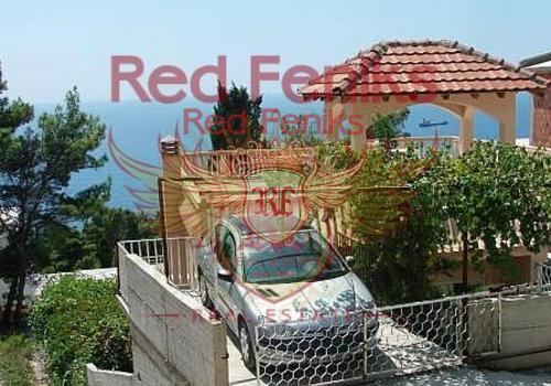 На продажу предлагается красивый двухэтажный семейный дом на склоне холма в тихом месте, Зелени Пояс, пригород Бар, Черногория.