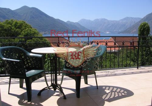 Многоквартирный дом и земля на продажу, Sveti Stasije, Доброта, Котор   К услугам гостей прекрасный панорамный вид на Которский залив и горы.